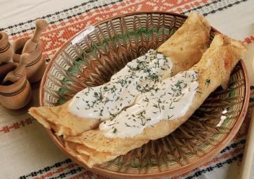 Clătite cu brânză şi smântână