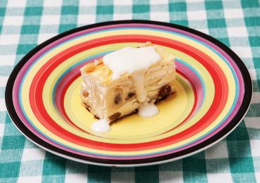 Plăcintă cu brânză dulce și stafide în coniac aromată cu portocale și vanilie