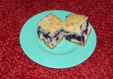 Prăjitură cu iaurt şi afine