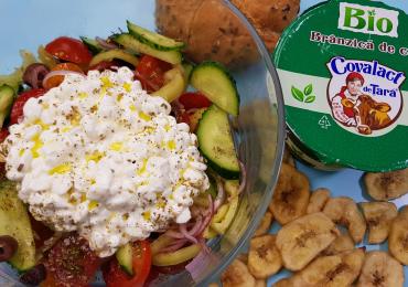 5 idei de pachet pentru serviciu - Salata cu branzica de casa  (1 portie, 15 minute)
