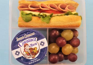 5 idei de pachetel pentru scoala cu lactate Covalact de Tara - Sandwich cu sunca si cascaval