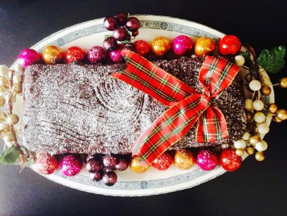 Tort festiv cu cremă fină de cacao