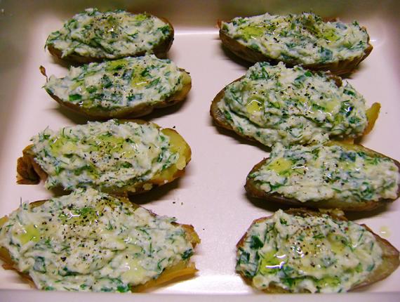 Cartofi copți, cu umplutură de Brânză Făgăraș Covalact de Țară și verdeață