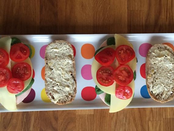 Sandvici cu Cașcaval Rucăr Covalact de Țară