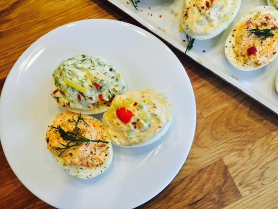 Ouă cu trei feluri de umpluturi de Cremă de Brânză proaspătă Covalact de Țară