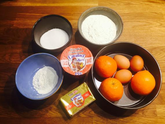 Prăjitură cu portocale şi Smântână Ardelenească Covalact de Țară