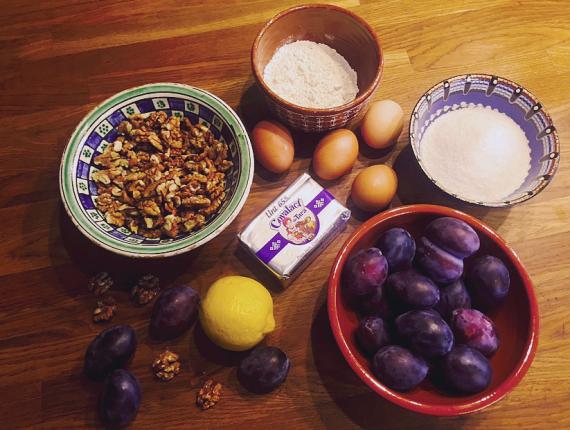 Prăjitură de toamnă cu prune, nuci si Unt Covalact de Țară